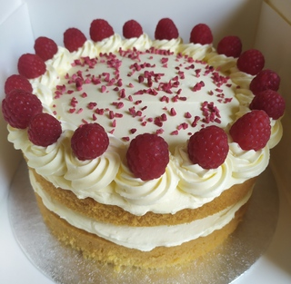 2-layer Victoria sponge, decorated with raspberries