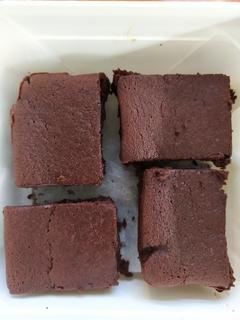 4 pieces of beetroot brownie