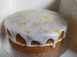 2-layer lemon drizzle cake, no message on top