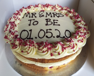 2-layer white chocolate and raspberry cake, message piped on top
