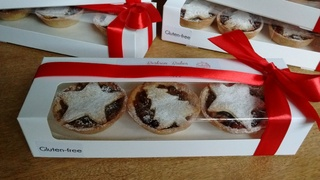 Gift box of 6 gluten free mince pies with red ribbon