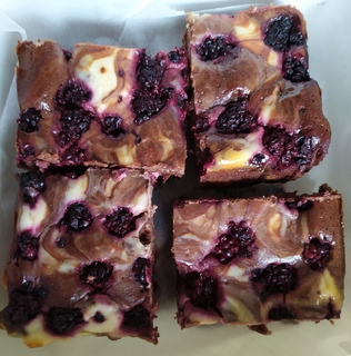4 pieces of chocolate and blackberry cheesecake brownie